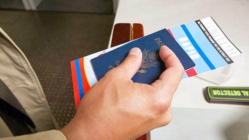 Chuẩn bị hành lý vali khi bay quốc tế