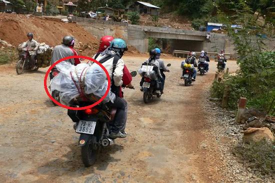 Cách buộc đồ an toàn khi đi phượt bằng xe máy