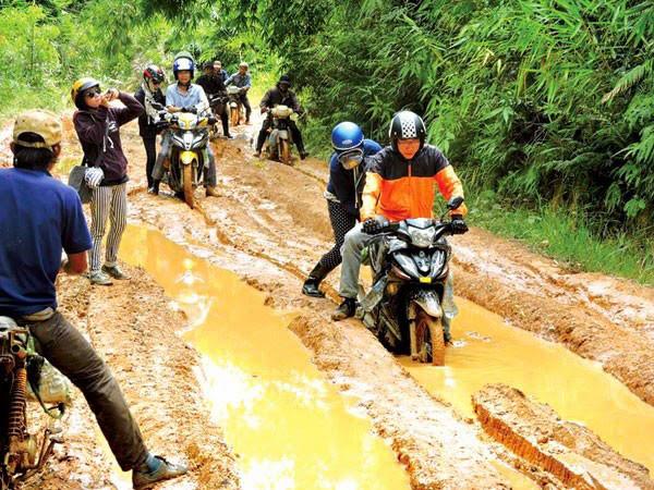 Kinh nghiệm đảm bảo an toàn khi đi phượt mùa mưa bão