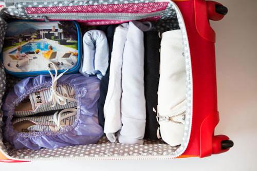 Nếu muốn xếp đồ siêu gọn trong vali khi đi du lịch, hãy thuộc lòng 11 mẹo dưới đây!