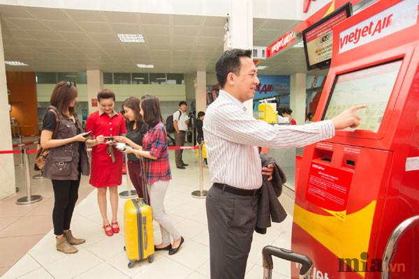 checkin-bang-may-tu-dong-kiosk-tai-san-bay-cua-cac-hang-hang-khong-vietnam-airlines-vietjetair-2